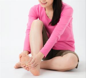 【症例報告・足指広げ】狭窄症で歩けないほどだったが4ヵ月で改善がみられ、9ヵ月で歩行も安定