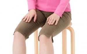 【脊柱管狭窄症の座り方】は進行を抑える「坐骨二点座り」が正解
